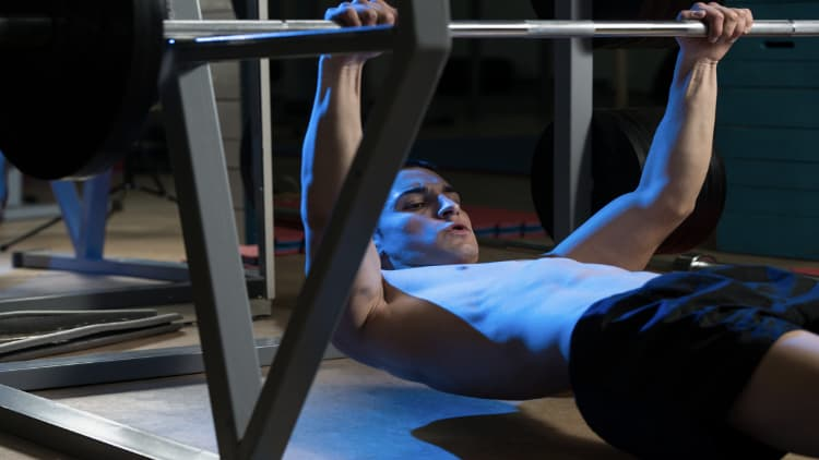 Man doing a bodyweight row with a barbell