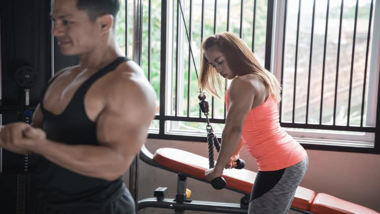 Couple training at the gym