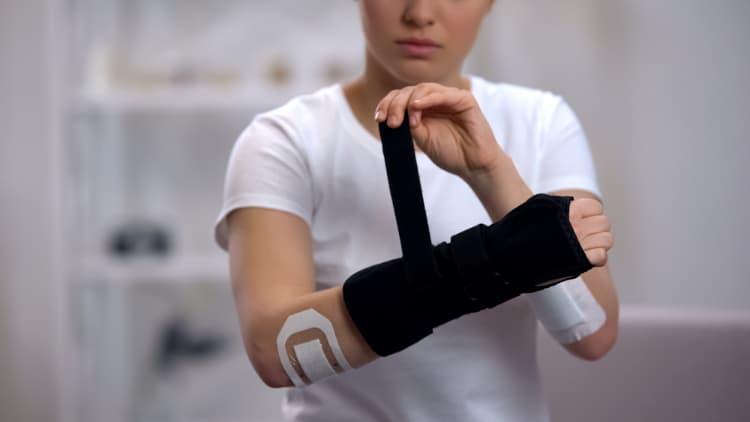 Woman wearing a forearm brace