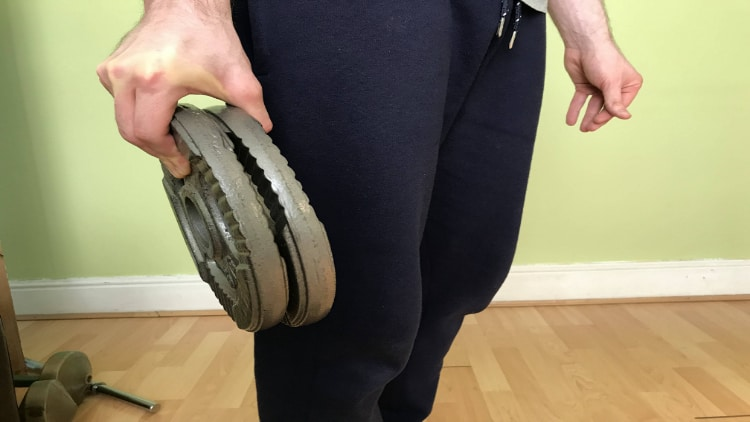 A person performing the plate pinch exercise