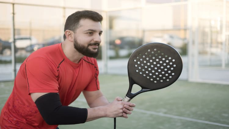Tennis player wearing an elbow sleeve