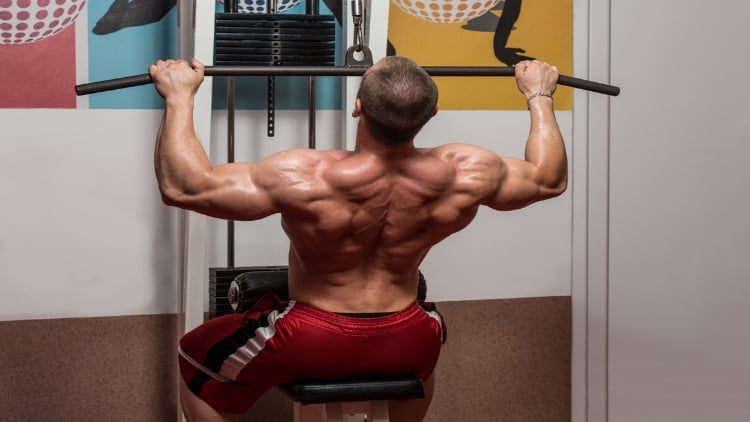 Bodybuilder doing overhand pulldowns