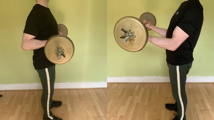 A man demonstrating the best bicep superset that you can do
