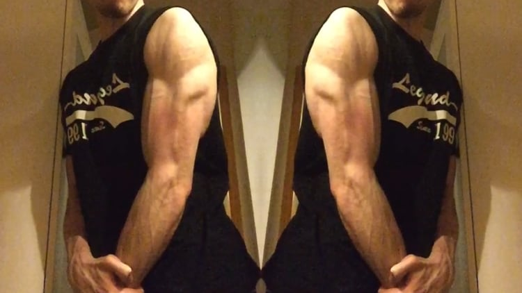 A man with symmetrical triceps